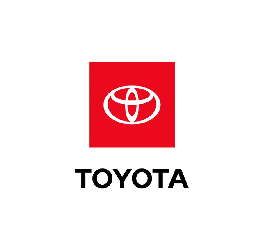 11-toyota-logo.png